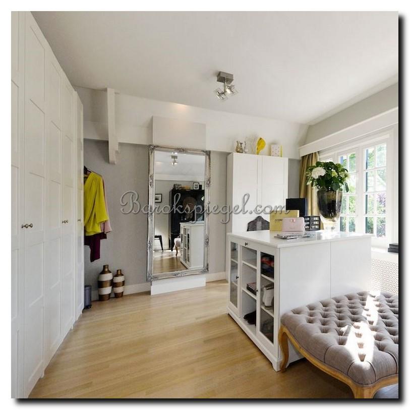 http://foto.barokspiegel.nl/adriane/Grote-zilveren-passpiegel-barokspiegel-in-kleedkamer-dressing