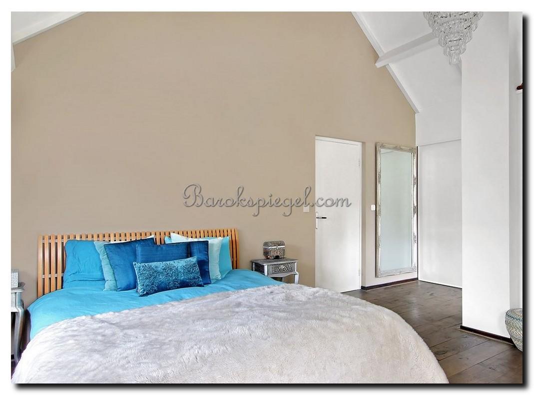 http://foto.barokspiegel.nl/adriane/Zilveren-passpiegel-met-3-ornamenten-op-lijst-in-slaapkamer