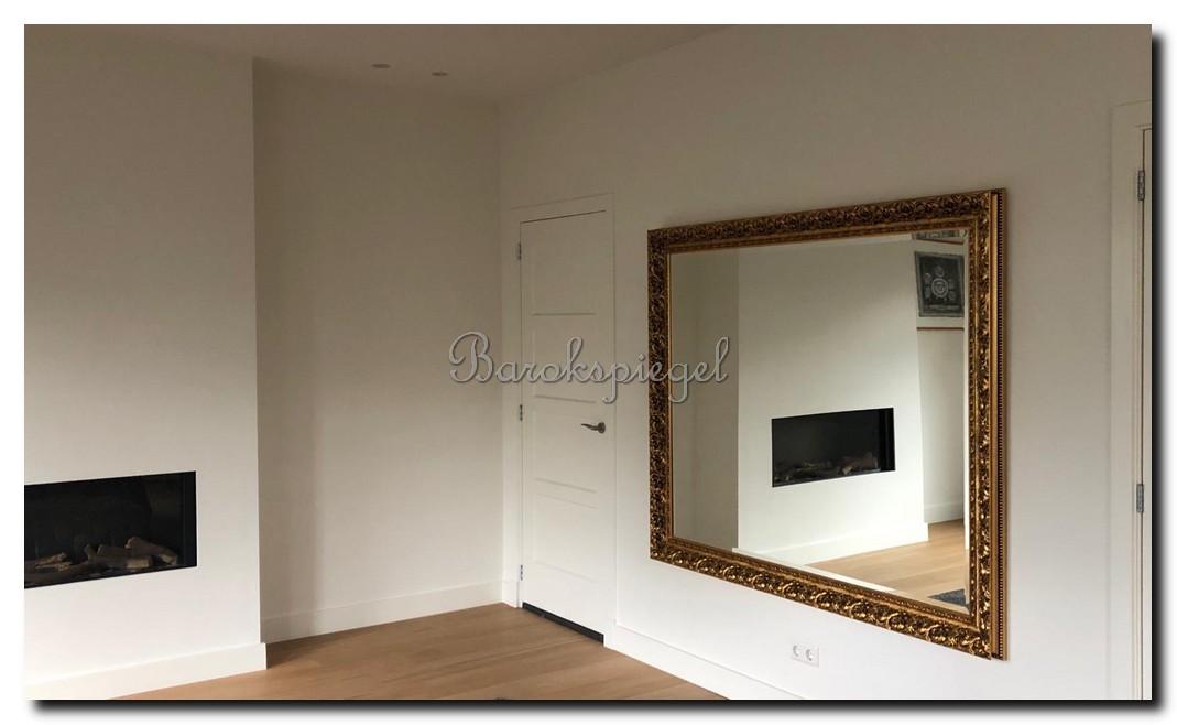 Exclusieve-grote-barok-spiegel-op-maat-antiekgoud-handgemaakt-Italië-in-slaapkamer