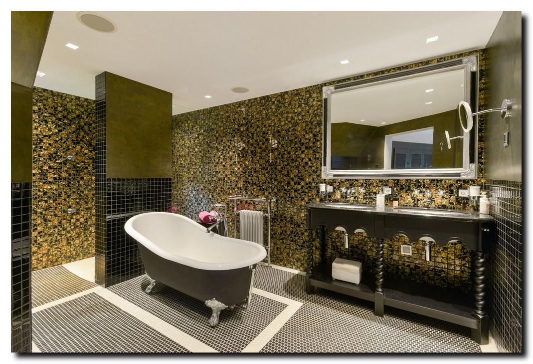 Grote spiegel in badkamer zwart met zilver