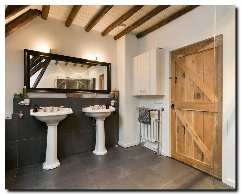 http://foto.barokspiegel.nl/edmundo/Moderne-zwarte-spiegel-zwart-in-badkamer-groot(3).jpg