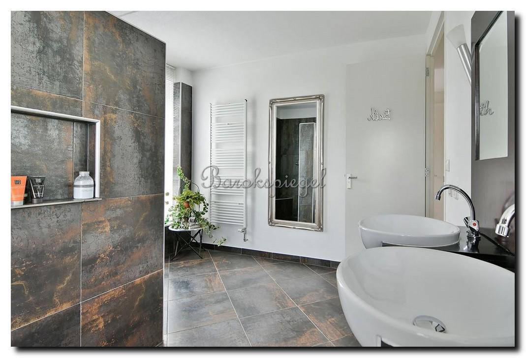 Grote passpiegel wandspiegel zilver barok in badkamer