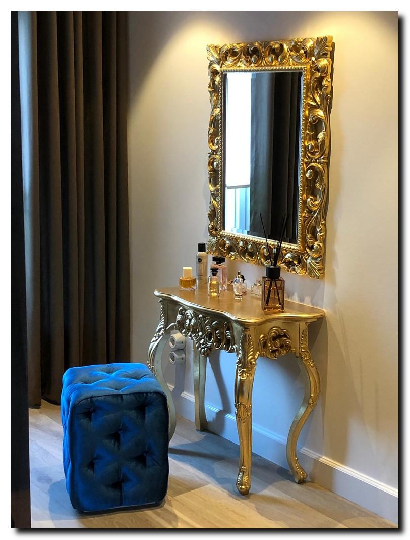 http://foto.barokspiegel.nl/luciana/Klassiek-modern-barok-Italiaanse-spiegel-boven-consoletafel-side-table-goud-in-slaapkamer.jpg(1).jpg