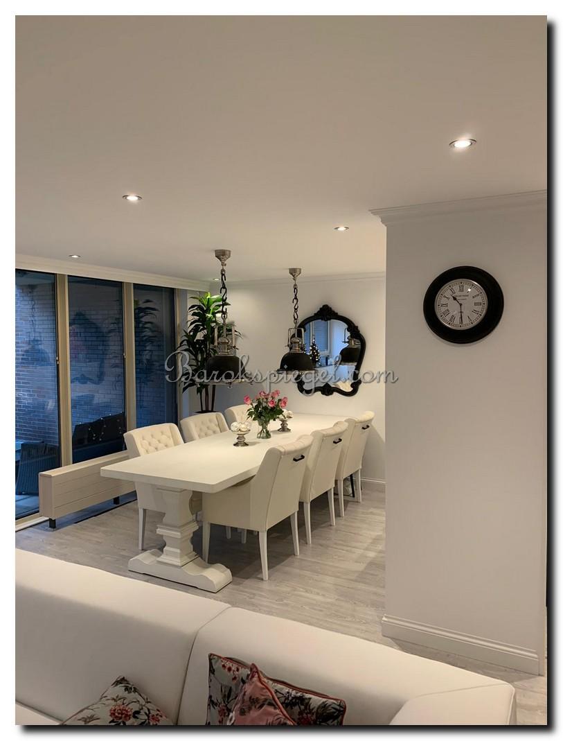 http://foto.barokspiegel.nl/maddalena/Grote-zwarte-sierspiegel-met-kuif-kuifspiegel-wandspiegel-boven-eettafel-in-eetkamer-(4).jpg