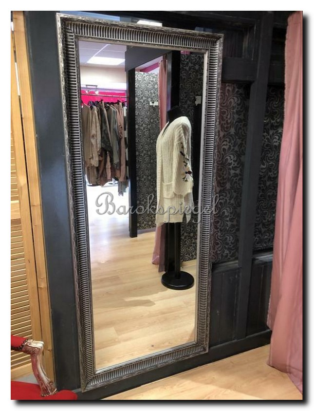 http://foto.barokspiegel.nl/mauro/Grote-spiegel-passpiegel-antiekzilver-cannelure-in-winkel
