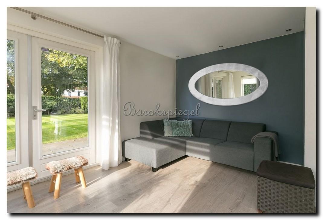 http://foto.barokspiegel.nl/oriana/Grote-ovale-ei-spiegel-in-woonkamer-boven-bank-rvs-zilver.jpg
