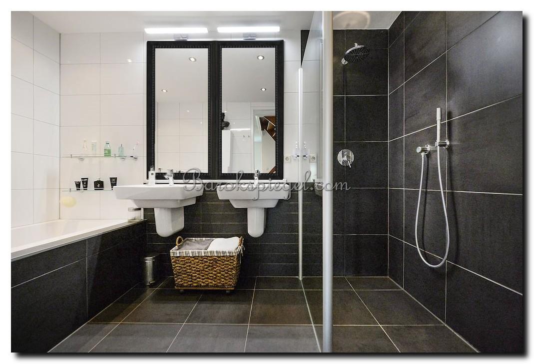 http://foto.barokspiegel.nl/pico/Twee-grote-zwarte-spiegels-in-badkamer-strakke-rand-met-parelrand.jpg