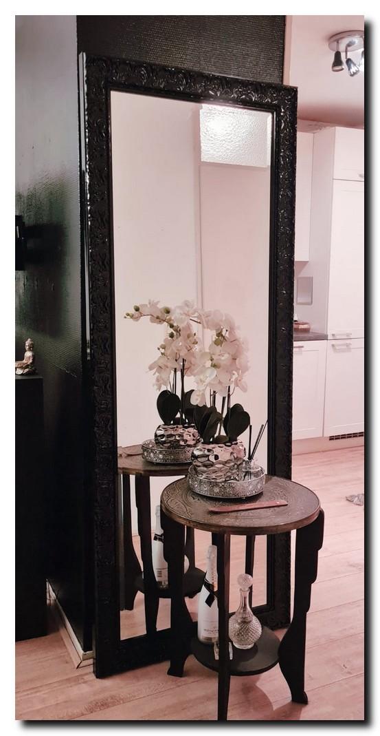 http://foto.barokspiegel.nl/praque/grote-passpiegel-80x200cm-vloerspiegel-hoogglans-zwart-in-woonkamer(2).jpg