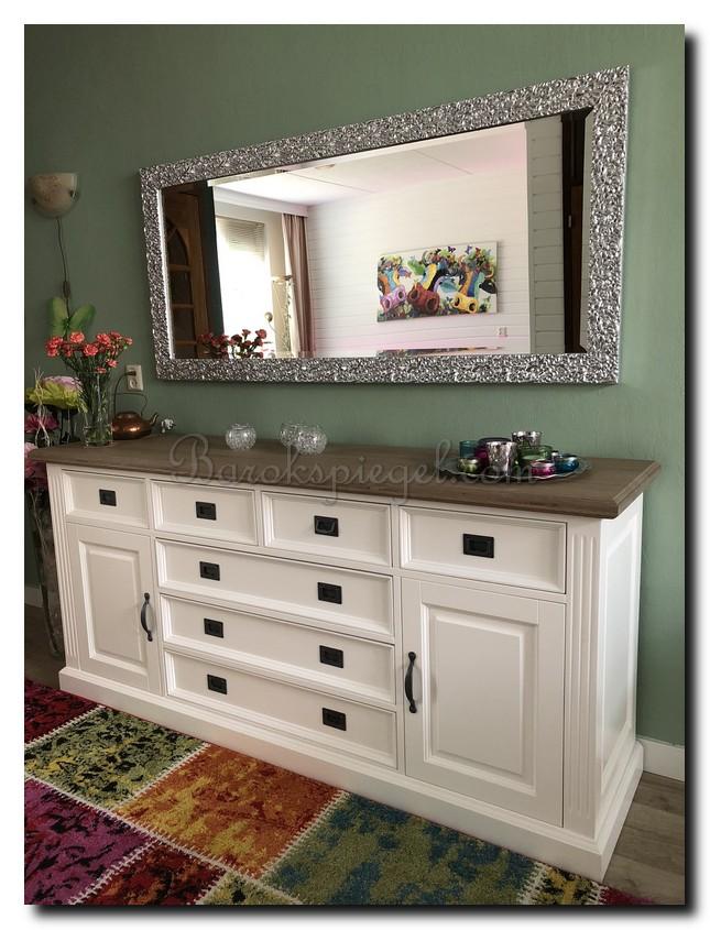 http://foto.barokspiegel.nl/samanta/Moderne-design-spiegel-helder-zilver-boven-dressoir-op-groene-muur(2).jpg