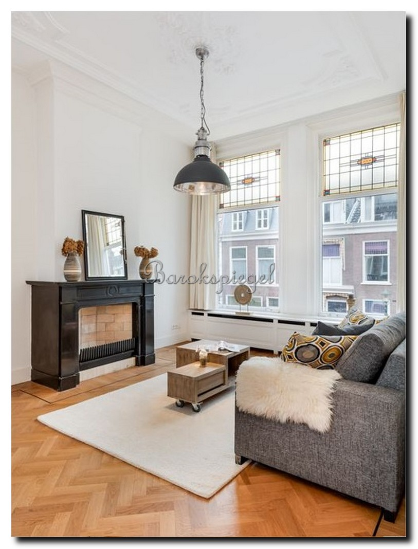 http://foto.barokspiegel.nl/tate/Minimalistische-spiegel-met-smalle-zwarte-lijst-op-schouw.jpg