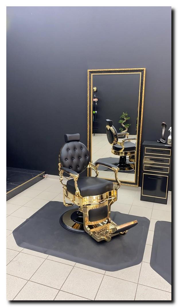 https://foto.barokspiegel.nl/ponzio/Barbershop-Luxe-Kaan-de-barber-Belgi%C3%AB-zwart-gouden-spiegel-barok-vloerspiegel.jpg